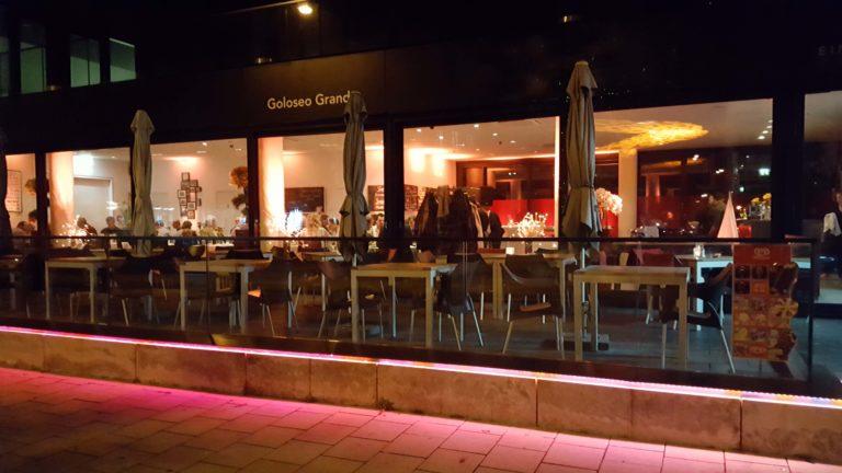 Goloseo Grande Terasse bei Nacht